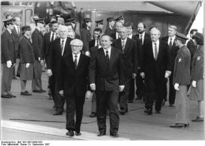 Photo: Honecker in Saarbrücken 1987, by Rainer Mitterlstädt, Bundesarchiv Bild 183-1987-0909-050, CC-BY-SA 3.0